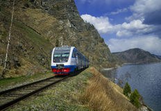 De lente op de spoorweg circum-Baikal stock foto