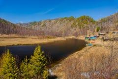 De lente op Road circum-Baikal aan het zuiden van Meer Baikal Royalty-vrije Stock Fotografie