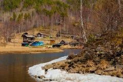 De lente op Road circum-Baikal aan het zuiden van Meer Baikal Royalty-vrije Stock Foto