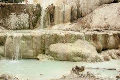 De lente van thermisch water van Bagni San Filippo stock foto's