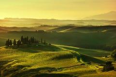 De lente van Toscanië, rollende heuvels op zonsondergang Landelijk landschap Groen Royalty-vrije Stock Afbeelding