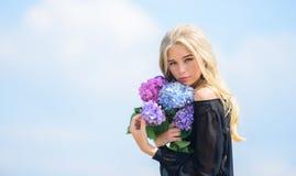 De lente vers boeket Geur van de bloemen de tedere lente Boeket voor meisje Manier en schoonheids de industrie vier stock afbeelding