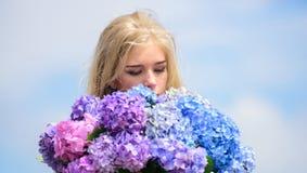 De lentebloei Natuurlijk schoonheidsconcept Huidzorg en schoonheidsbehandeling Zachte bloem voor gevoelige vrouw Zuivere schoonhe royalty-vrije stock foto's