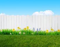 De lentebloemen en houten tuinomheining royalty-vrije illustratie