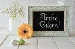 De lentebloemen, Pasen-decoratie en een bord op wit lusje Stock Afbeelding