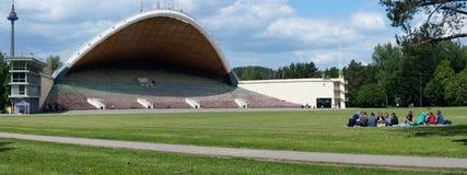 De lentegazon dichtbij grootst in de scène van het het liedtheater van Europa Royalty-vrije Stock Foto's