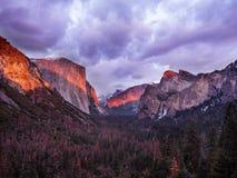De lentehemel van het Yosemite Nationale Park royalty-vrije stock afbeelding