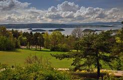 De lentekust en eilanden in de fjord van Oslo royalty-vrije stock afbeelding