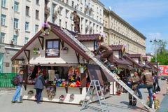 De lentemarkt in het centrum van Moskou Rusland Stock Afbeeldingen