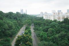 De lentepark en stadsweg Royalty-vrije Stock Afbeeldingen