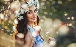 De lenteportret van een meisje Royalty-vrije Stock Afbeeldingen