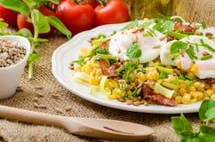 De lentesalade van linzen met gestroopt ei Royalty-vrije Stock Fotografie