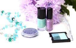 De lentesamenstelling en schoonheidsmiddelen - nagellakken, schaduw Royalty-vrije Stock Afbeelding