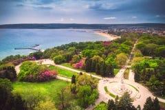 De lentetijd van Varna Bulgarije, mooi satellietbeeld boven overzees tuinpark stock fotografie
