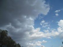 De lentewolken Stock Afbeeldingen