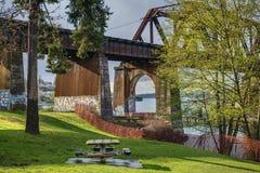 De lentezonneschijn op Salmon Bay Bridge in Seattle, WA stock foto