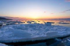 De lentezonsondergang bij het overzees Royalty-vrije Stock Afbeelding
