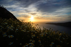 De lentezonsondergang in Santorini, Griekenland stock foto