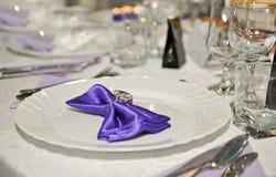 De lepel, schone platen, glazen verbond feest Royalty-vrije Stock Foto's