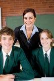 De leraar en de studenten van de middelbare school royalty-vrije stock afbeeldingen