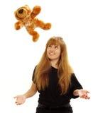 De lettende op teddybeer van de vrouw Stock Foto