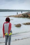 De lettende op vissers van de vrouw Stock Foto's