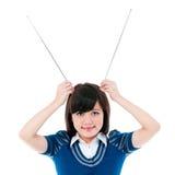 De leuke Antennes van de Holding van het Meisje op Hoofd Royalty-vrije Stock Fotografie