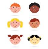 De leuke multiculturele pictogrammen van kinderenhoofden Stock Foto
