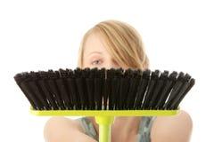 De leuke reinigingsmachine van de meisjevrouw stock fotografie