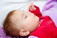 De leuke slaap van het babymeisje Royalty-vrije Stock Fotografie