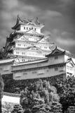 De levensonderhoudtoren in zwart-wit bij het Kasteel van Himeji, Japan stock foto's