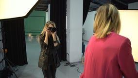 De levensstijl van de het beroepshobby van de coulissefotograaf stock footage