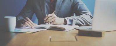De Levensstijlconcept van zakenmanworking determine workspace stock afbeelding