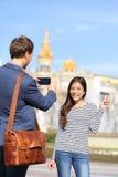 De levensstijlmensen van Barcelona - toeristenpaar Stock Afbeeldingen
