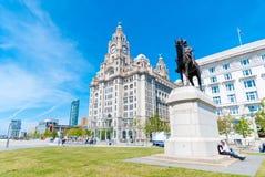 De leverbouw met een standbeeld Royalty-vrije Stock Foto