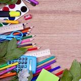 De levering van de schoolkunst op het bureau Stock Fotografie