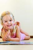 De lezing van de kleuterschool Stock Foto's
