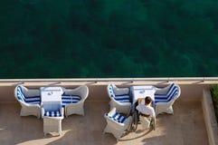 De lezing van de kust stock foto