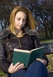 De lezing van het boek Royalty-vrije Stock Foto's