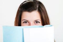 De lezingsboek van de tiener Stock Foto's