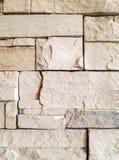 De lichte gelaagde muur van de steentegel Royalty-vrije Stock Afbeelding