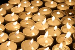De lichte kaarsen van de thee Stock Afbeelding