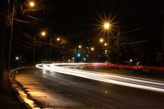 De lichten van de auto bij nacht royalty-vrije stock foto's