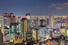 De lichten van de de stadsnacht van Osaka, Japan stock afbeeldingen