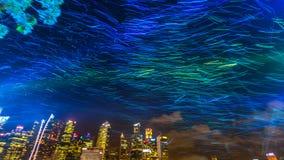 De lichten van de Defocusednacht in bedrijfsdistrict Marina Bay Stock Afbeelding