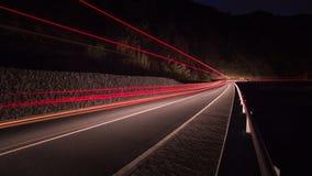 De lichten van de vervoerbeweging van een vrachtwagen of auto snel het drijven Stock Afbeeldingen