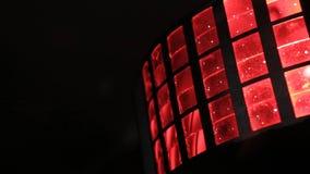 De lichten van het stadium licht-muziek Verscheidene projectoren in dark Purpere schijnwerperstaking door de duisternis schitter  Royalty-vrije Stock Foto
