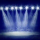 De lichten van het stadium met hieronder mist Stock Foto