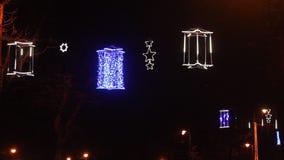De lichten van Kerstmis bij nacht stock videobeelden