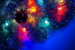 De lichten van Kerstmis diverse blauwe dominant als achtergrond Royalty-vrije Stock Afbeelding